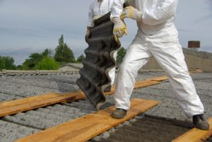 Asbest kann viðføra krabbamein – verið sera varin við burturbeining